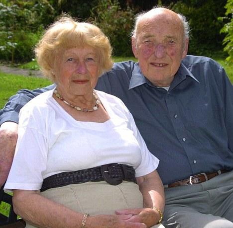Perierga.gr - Παντρεύτηκαν 63 χρόνια μετά!