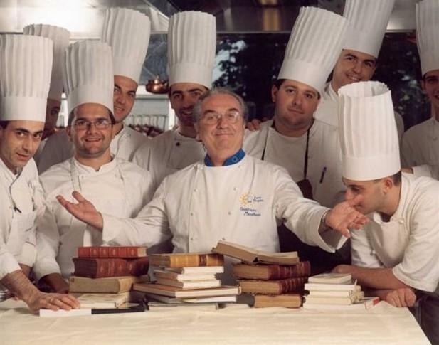 Perierga.gr - Σάλος για τον κορυφαίο σεφ που «έπιασε δουλειά» στα McDonald's
