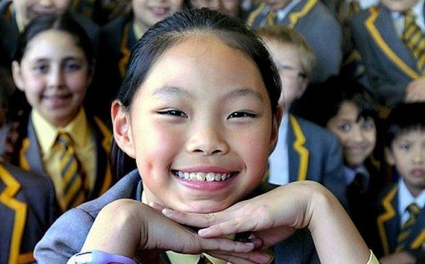 Perierga.gr - Κοριτσάκι 10 ετών μιλάει 10 γλώσσες!