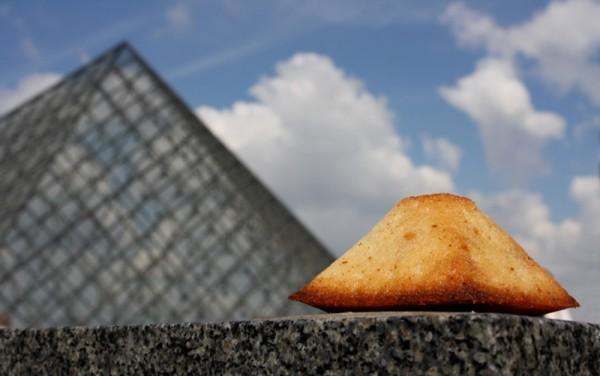 perierga.gr - Το Παρίσι γέμισε... γλυκά!