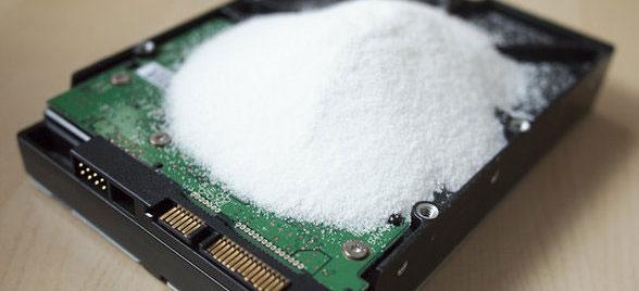 perierga.gr - Το αλάτι αυξάνει 6 φορές τη χωρητικότητα των σκληρών δίσκων!