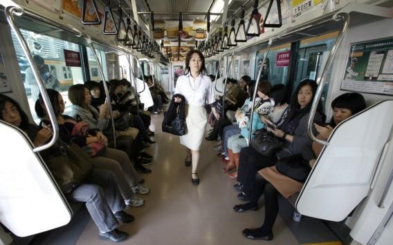 Perierga.gr - Συρμοί του μετρό μόνο για... γυναίκες