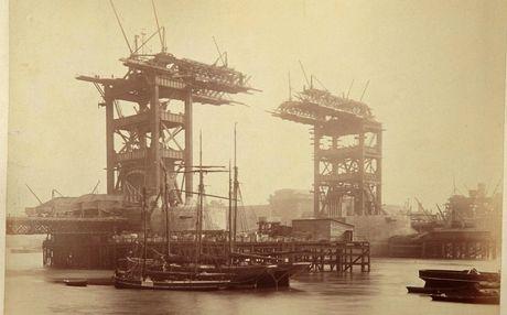 Perierga.gr - Πώς κατασκευάστηκε η Tower Bridge