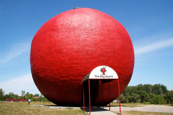 "perierga.gr - Το μεγαλύτερο ""μήλο"" στον κόσμο ειδικεύεται στις... μηλόπιτες!"