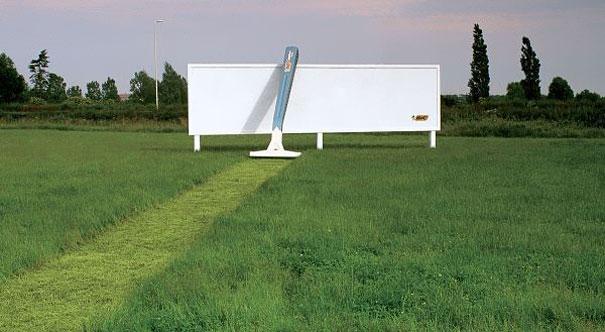 perierga.gr - Τεράστια γλυπτά γίνονται... πανέξυπνες διαφημίσεις στο δρόμο!