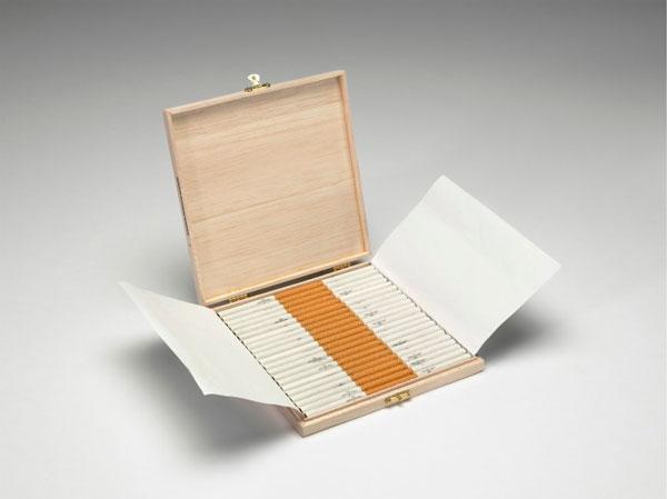"perierga.gr - Ένα πρωτότυπο ""χαλί"" από 500.000 τσιγάρα!"