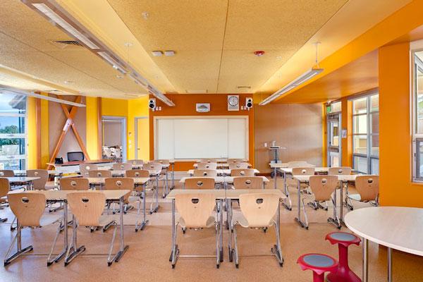 """perierga.gr - Οι σχολικές τάξεις """"βγαίνουν"""" στον ήλιο!"""