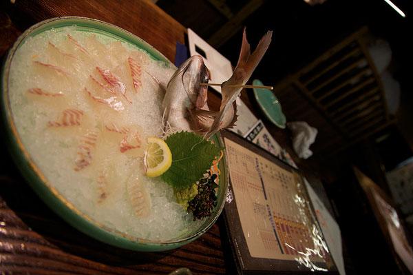 perierga.gr - Εκκεντρικό εστιατόριο: Ό,τι ψαρεύεις... τρως!!!
