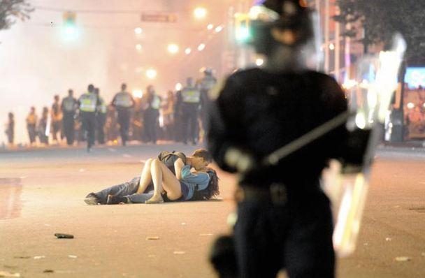 Perierga.gr - Οι πιο πολυσυζητημένες φωτογραφίες στο Twitter για το 2011