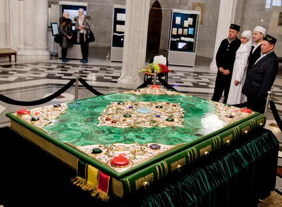perierga.gr - Ένα Κοράνι... ζυγίζει 800 κιλά!