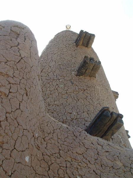 perierga.gr - Το μεγαλύτερο κτίριο στον κόσμο από... λάσπη!