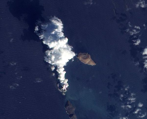"perierga.gr - Ένα νέο νησί ""γεννιέται"" στην Ερυθρά Θάλασσα!"