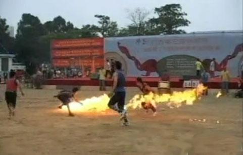 perierga.gr - Παραδοσιακά... extreme sports στην Κίνα