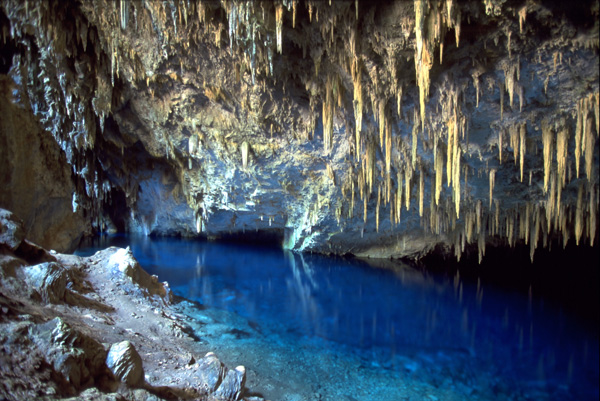 "perierga.gr - Η ""Γαλάζια Λίμνη""... υπάρχει!"
