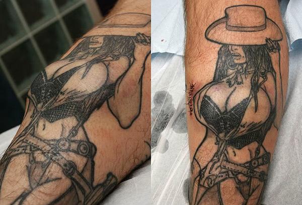 perierga.gr - Έκανε προσθετική στήθους στο... τατουάζ του!!!