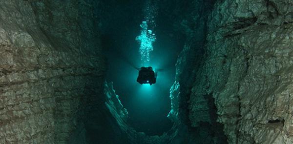 perierga.gr - Το μεγαλύτερο... υποβρύχιο σπήλαιο του κόσμου!