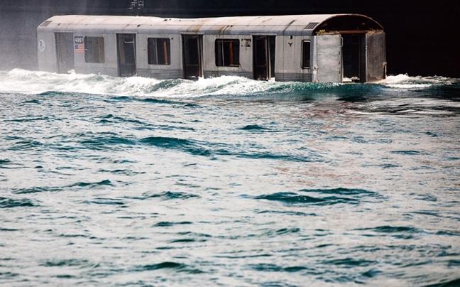 Perierga.gr - Βαγόνια στον ωκεανό