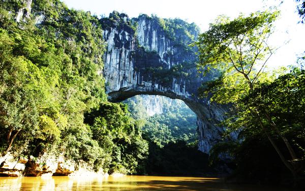perierga.gr - Η μεγαλύτερη φυσική γέφυρα ανακαλύφθηκε μέσω Google Earth!