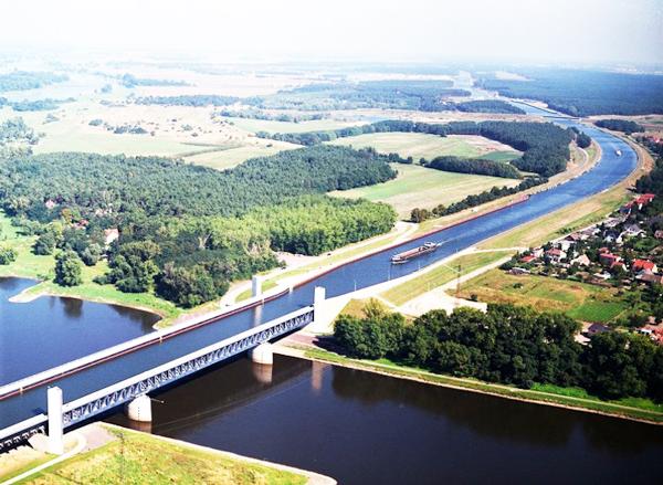 perierga.gr - Ένας ποταμός επάνω σε έναν... ποταμό!