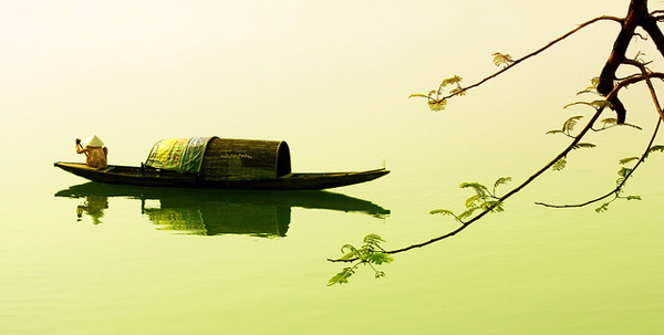 "perierga.gr - Ο παράξενος ""ποταμός των αρωμάτων""!"