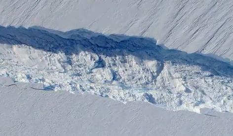 Perierga.gr - Ταξίδι 3D σε παγωμένο φαράγγι