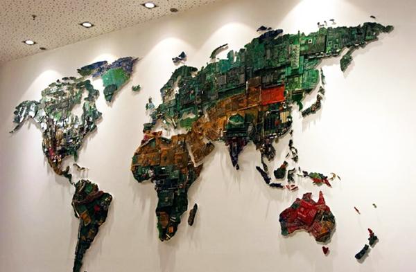 perierga.gr - Ένας παγκόσμιος χάρτης από κομμάτια υπολογιστών!