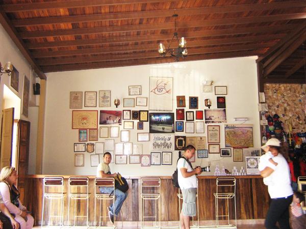 perierga.gr - Τζελατερία έχει 900 γεύσεις παγωτού και... συνεχίζει!