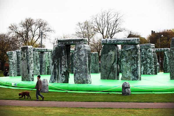 "perierga.gr - Το μνημείο Stonehenge ""μεταφέρθηκε"" στη Γλασκώβη!"
