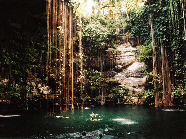 """perierga.gr - Ikil Cenote: Ένας υδάτινος """"παράδεισος"""" επί της γης!"""