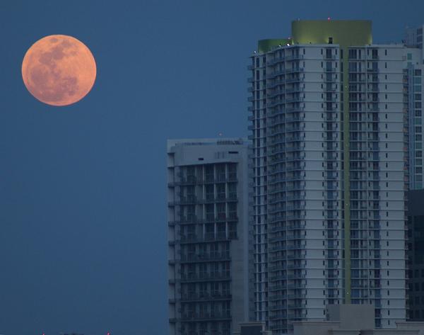 perierga.gr - Το μεγαλύτερο φεγγάρι του Μαΐου στον κόσμο!