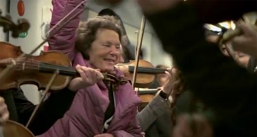 perierga.gr - Διαδρομή στο μετρό... μετά μουσικής!