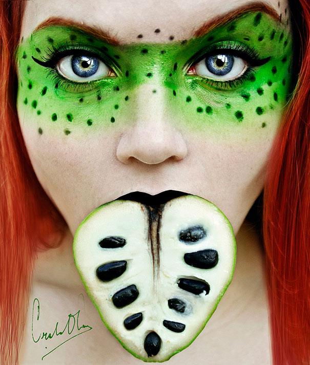 "perierga.gr - ""Tutti Frutti"": Τα ""φρουτένια"" πορτρέτα μιας 16χρονης!"