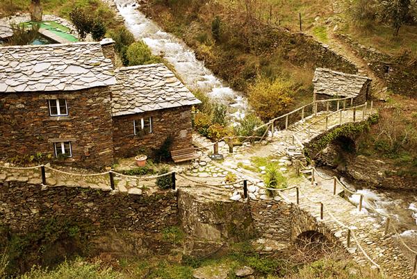"""perierga.gr - Το """"πέτρινο"""" χωριό της Πορτογαλίας!"""