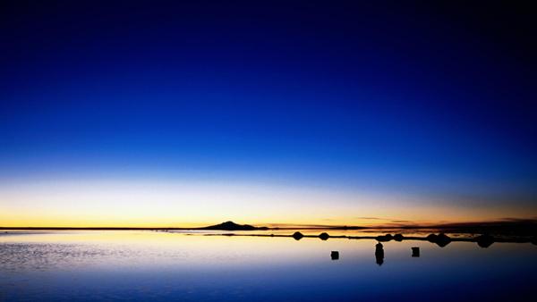 "perierga.gr - Μια παράξενη έρημος ""καθρεφτίζει"" τον ουρανό!"
