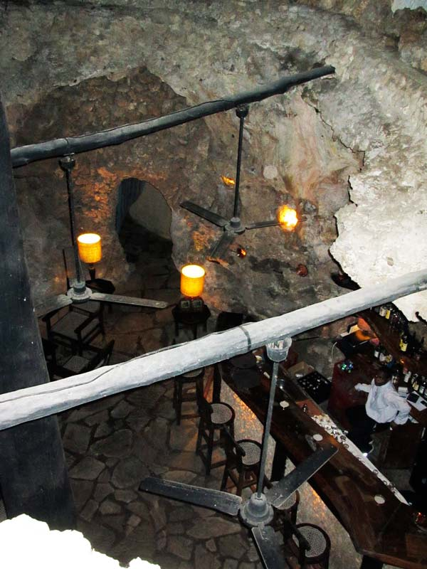 perierga.gr - Υψηλή γαστρονομία στη... σπηλιά του Αλή-Μπαμπά!