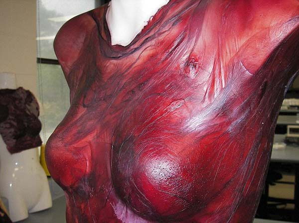 "perierga.gr - Ένα ""μεθυστικό"" φόρεμα από κόκκινο κρασί!"