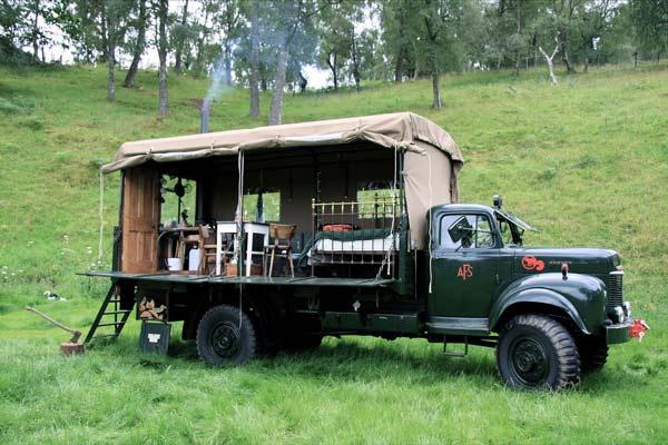 perierga.gr - Οικολογική διαμονή σε ένα... πυροσβεστικό όχημα!
