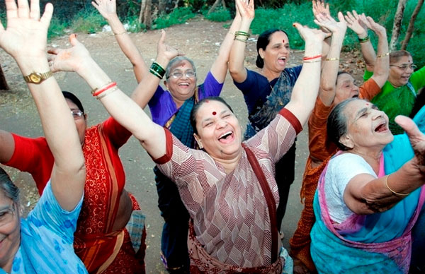 Perierga.gr - Ινδία: Τούς απαγόρευσαν να... γελούν