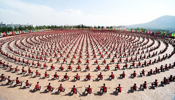 perierga.gr - 10.000 μαθητές κουνγκ-φού σε απόλυτο συγχρονισμό!