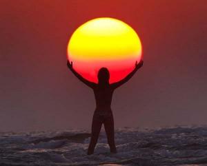 perierga.gr - Παίζοντας με τον ήλιο...
