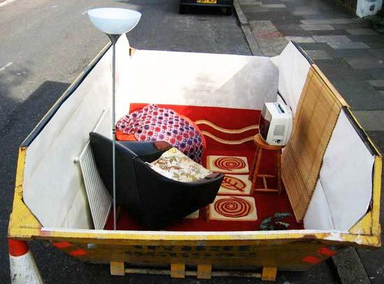 perierga.gr - Οι κάδοι σκουπιδιών δεν είναι μόνο για... σκουπίδια!