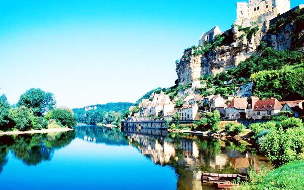 perierga.gr - Beynac: Ένα χωριό... βγαλμένο από το παρελθόν!