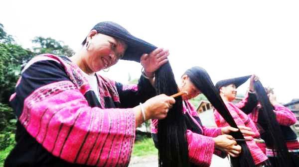 perierga.gr - Hungalo: Το χωριό με τις μακρυμαλλούσες γυναίκες!