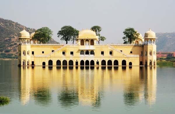 "perierga.gr- Jal Mahal: Το παλάτι που ""βυθίστηκε"" στη λίμνη!"