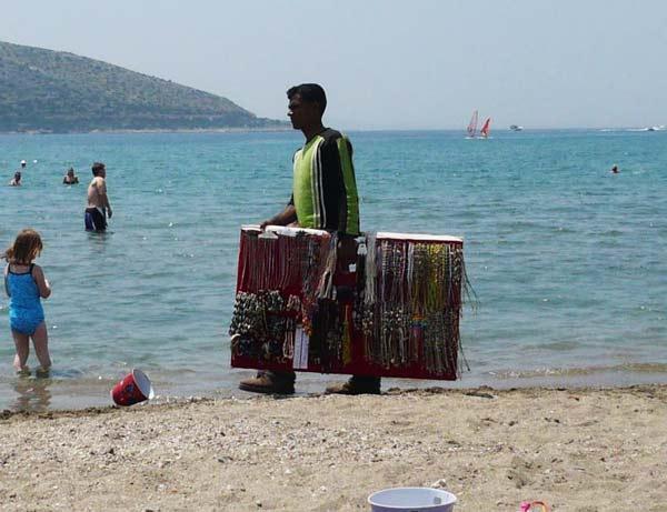 """perierga.gr - Οι 6 πιο """"μισητοί"""" τύποι στις παραλίες!"""