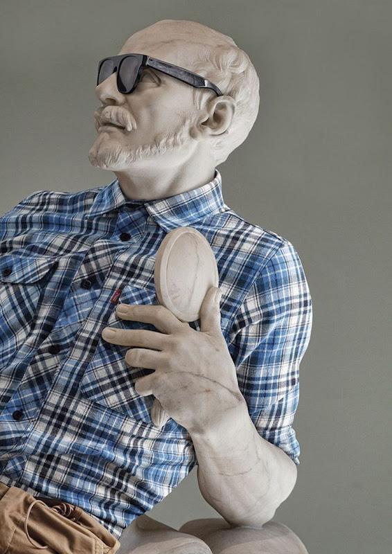 perierga.gr - Τα αγάλματα στο Λούβρο φοράνε ρούχα της μόδας!