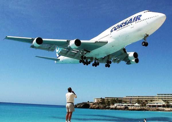 perierga.gr - Έχασαν την πτήση τους λόγω ενδυμασίας!