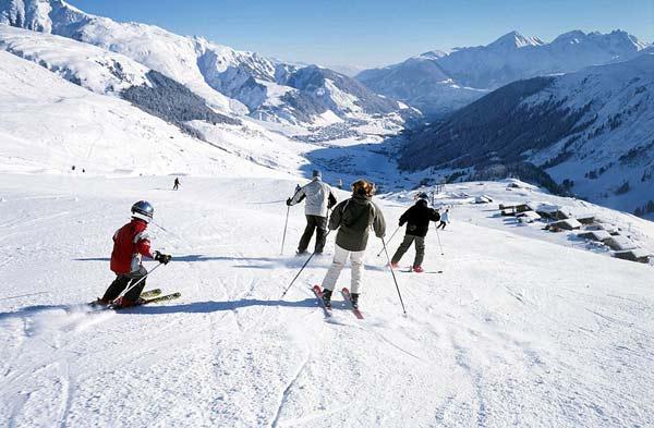 perierga.gr - Δρόμος το καλοκαίρι, πίστα για σκι το χειμώνα!