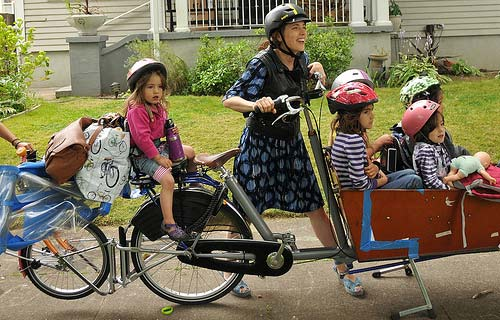 perierga.gr - Ποδηλατάδα για πολύτεκνους!