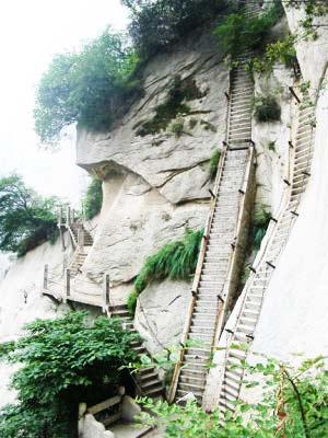 """perierga.gr - Κάθετες σκάλες για """"δυνατούς"""" αναρριχητές!"""